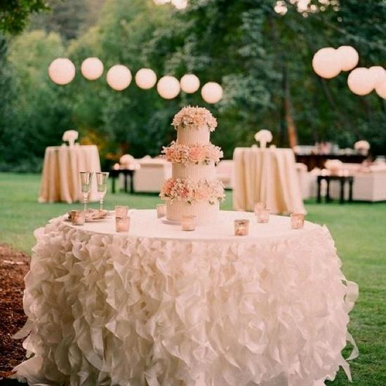 Свадебная скатерть в рюшах